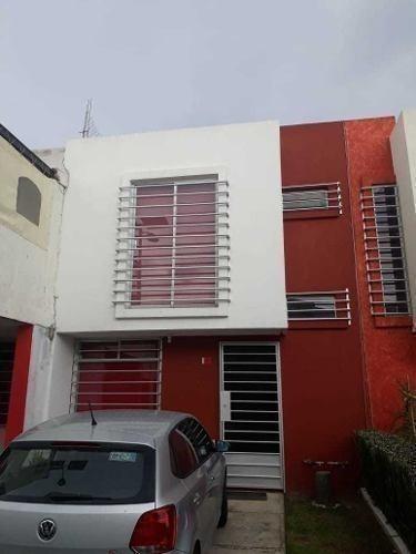 Casa En Venta Dentro De Fraccionamiento En Cuautlancingo