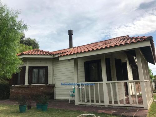 Se Vende Terreno De Gran Metraje Con Dos Casas En Excelente