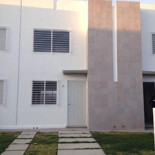 Casa En Venta En Fracc Viñedos Qro. Mex.