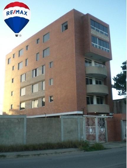 Cálido Apartamento Urb Dumar.