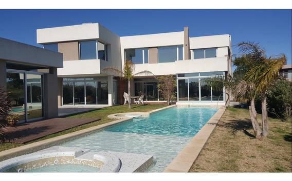 Casa Terravista Financia 634 M2 Cubierto Sobre Lote 1.415 M2