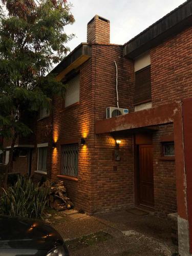Casa De 2 Dormitorios Con Fondo Y Parrillero