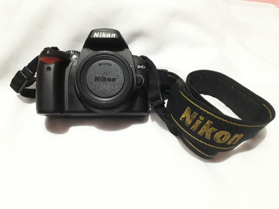Nikon D40 + Lente (18-55m) + Bateria + Alça + Carregador