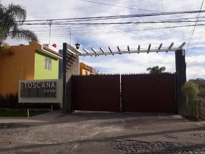 Venta De Casa En Coto, Re-modelada Muy Bien Ubicada