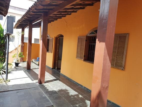 Casa De 3 Quartos No Bairro Sagrada Família - 2832