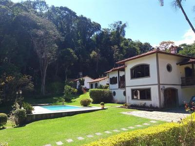 Excelente Propriedade Localizada Em Uma Das Melhores Ruas De Itaipava. - A4933