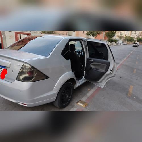 Imagem 1 de 12 de Ford Fiesta 1.6 Class
