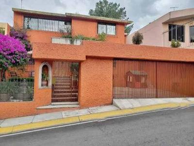 Casa En Venta Con Jardín En Fraccionamiento Con Vigilancia