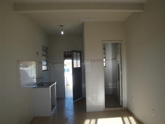 Imóvel Com Sala, Cozinha , Banheiro