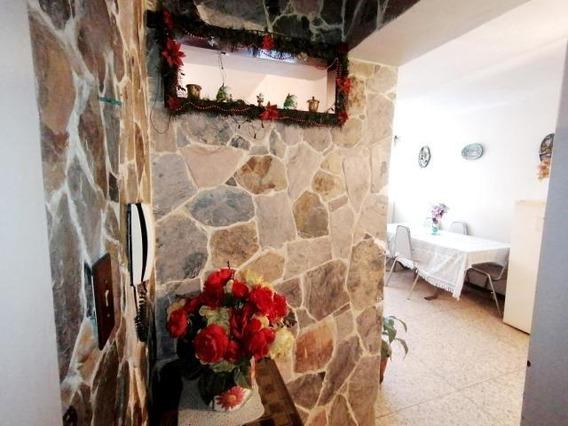 Apartamento En Venta Cabudare Lara 20-2382 J&m 04120580381