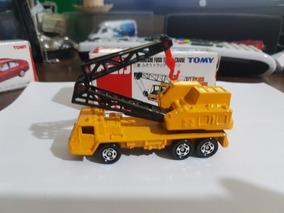Takara Tomy Tomica 66 Mitsubishi Fuso Truck Crane