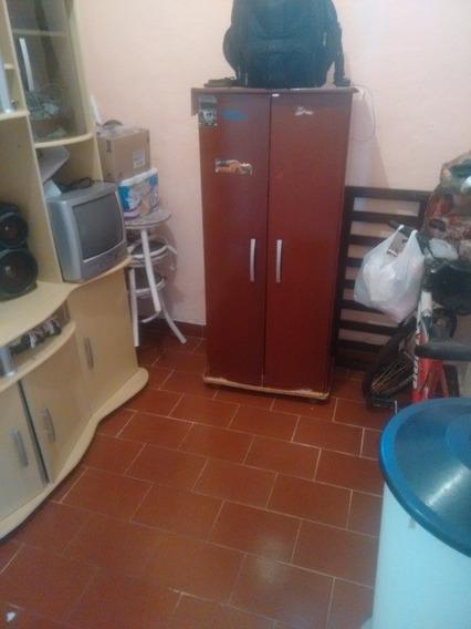Casa De 3 Quartos , Sala ,cozinha , Banheiro .