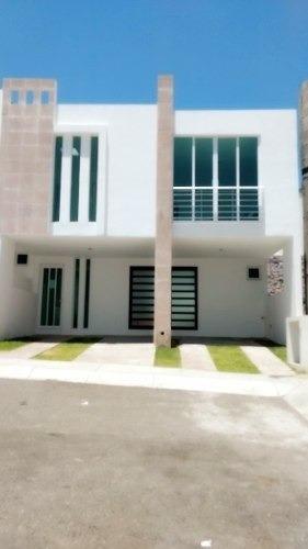Casa En Venta En Zibata 3 Recámaras En Privada Con Alberca