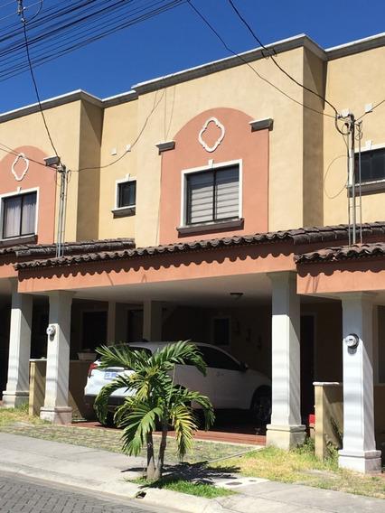 Venta De Casa En Condominio Hacienda Imperial.