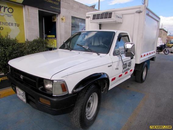 Toyota Hilux Furgon Mt 2400