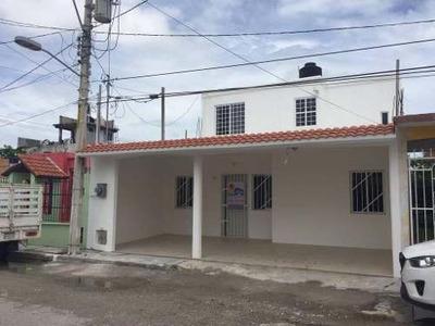 Casa En Venta, Colonia Maderas. Tres Recármas.