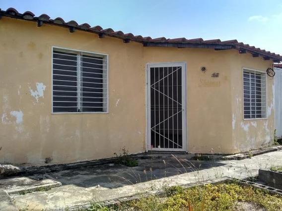 Casa En Venta Barquisimeto 19-18436 Rb