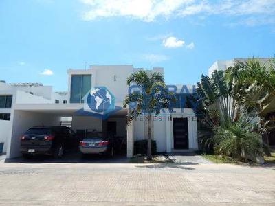 Casa En Venta, Privada A Minutos De Plaza La Isla. Cv-5399