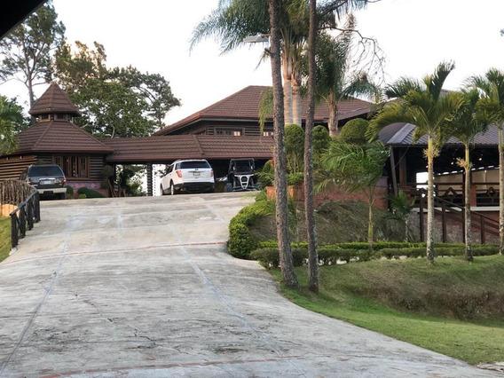 Lujosa Villa Ubicada En Jarabacoa