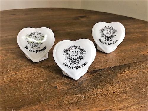 Kit 10 Corações De Porcelana Com Pe 20 Anos De Casamento