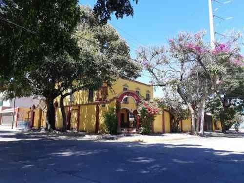 Jardines Del Bosque - Propiedad Con Potencial.