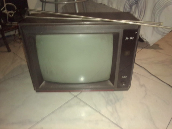 Televisor Blanco Y Negro Marca Rca.