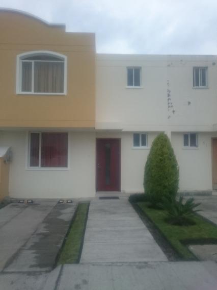 Casa De 3 Dormitorios Y 2 Baños, Conjunto La Pradera