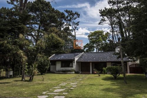 Casa En Venta Playa Mansa + Punta Del Este- Ref: 8091