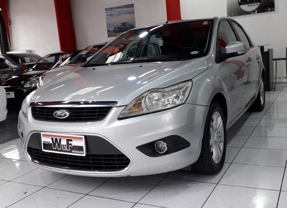 Ford Focus 2.0 Ghia Sedan 16v