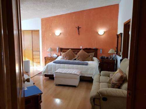 Venta En Villas Del Meson Juriquilla Hermosa Casa Muy Amplia Y Muy Bien Ubicada