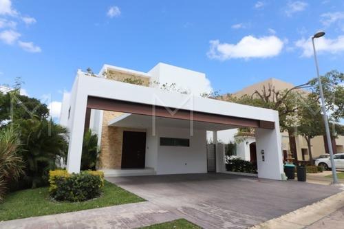 Casa En Venta En Cancun, Cumbres