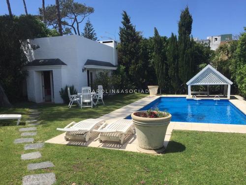 Espectacular Casa A Pasos De La Playa!!- Ref: 1871