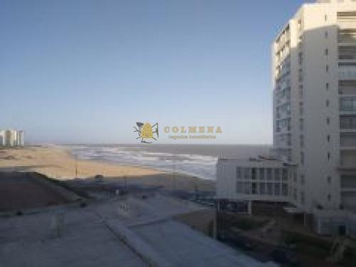 Apartamento En Muy Buena Ubicacion En Peninsula, De 1 Dor, 1 Baños Con Excelente Vista.- Ref: 2210