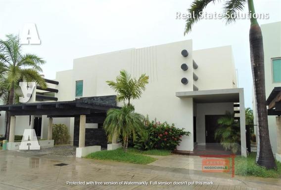 En Moderna Venta Hermosa Y Casa Villa De 4 Recamaras En Novo Cancun, Frente A Doble Canal.