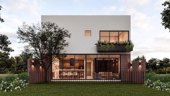 Moderna Casa En Residencial Altozano, Querétaro