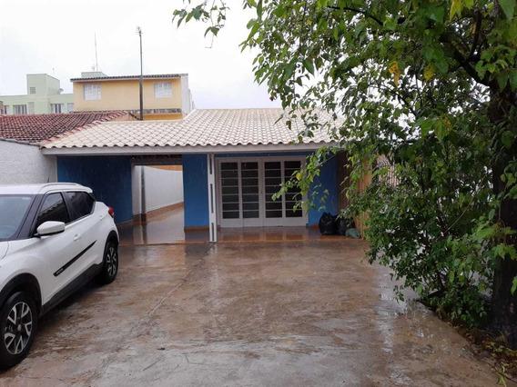 Casa No Centro De Peruíbe, 2 Dormitórios A 500 M Da Praia.