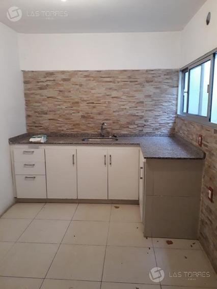 Amplia Casa/apartamento Ideal Para Vivienda U Oficina !
