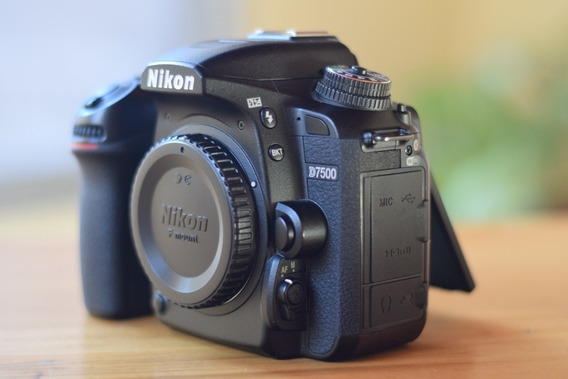 Nikon D7500 Body Only 21 Mpx Lcd 3.2 Video 4k Wifi 2 Batería