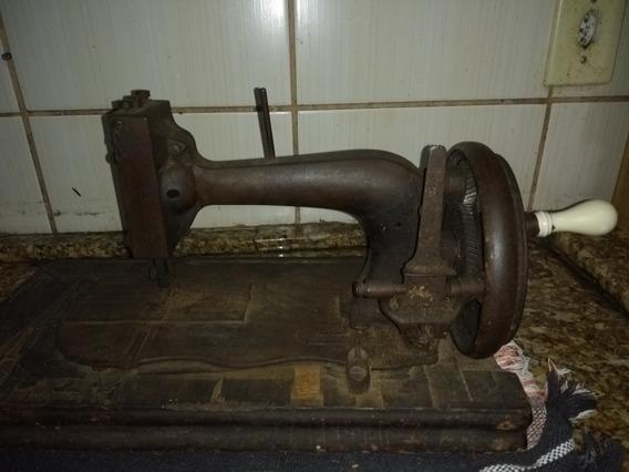 Máquina De Costura A Mão Antiga Excelente Para Decoração