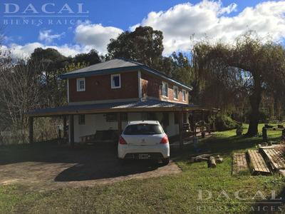 Casa En Venta La Plata Calle 515 E/ 208 Y 212 Dacal Bienes Raices