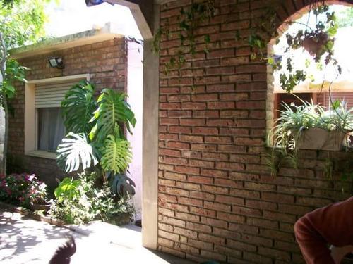 Casa De 3 Dormitorios, Garaje, Terreno.  A Mts. Del Mástil