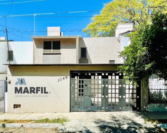Casa En Renta Frente A Jardín De 3 Recámaras En Las Palmas C