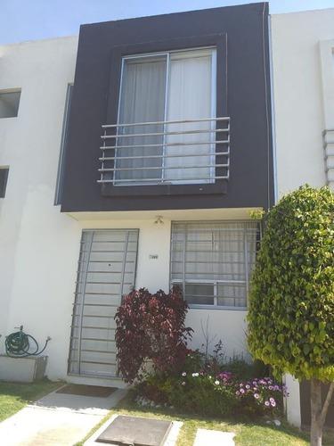 2 Casas En Venta 2. Con Alberca