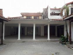 Casa Grande En Venta Y/o Anticretico Z/central De 833 Mts2.