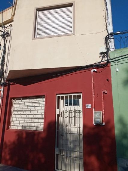 Casa En Alquiler, Dos Dormitorios Amplios Un Baño , Terraza