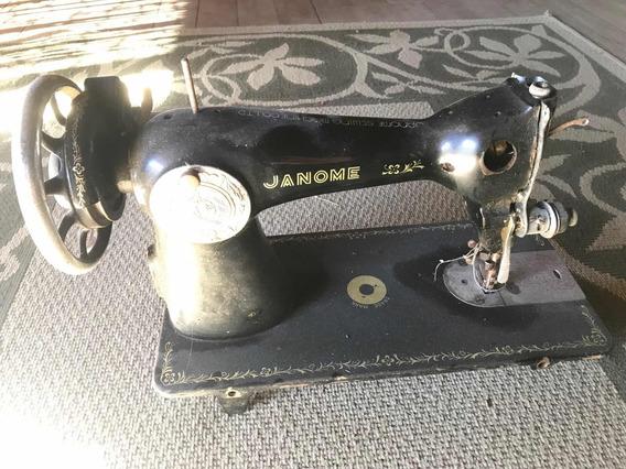 Antiga Máquina De Costura Janome. Ótimo Estado.