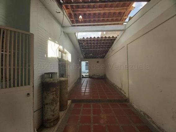 Casa En Venta Las Mercedes Cabudare 20-23979 Mf