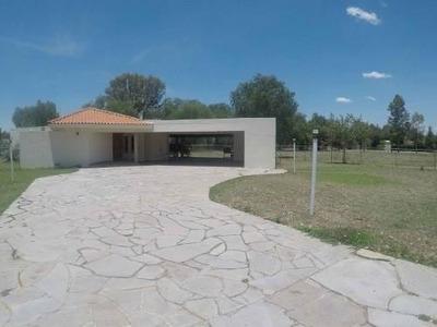 Hermosa Casa Amueblada De 1 Nivel Al Sur De La Ciudad: 2400