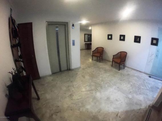 Arriendo Apartamento En Los Rosales Mls 20-400 Fr
