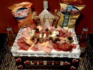 Picada Completa Con Snacks Y Cerveza En Hurlingam